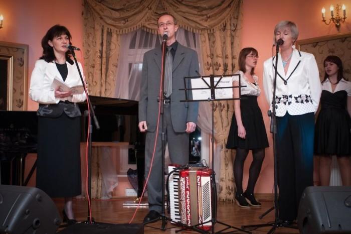 2010-12-28 Szafarnia;  II Szafarski Wieczor Koled z zespolem Claritas.  fot. Malgorzata Sieracka / PAFT