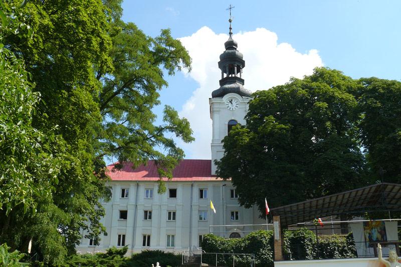Obory - Klasztor i wieża kościoła - fot. A.Hermann