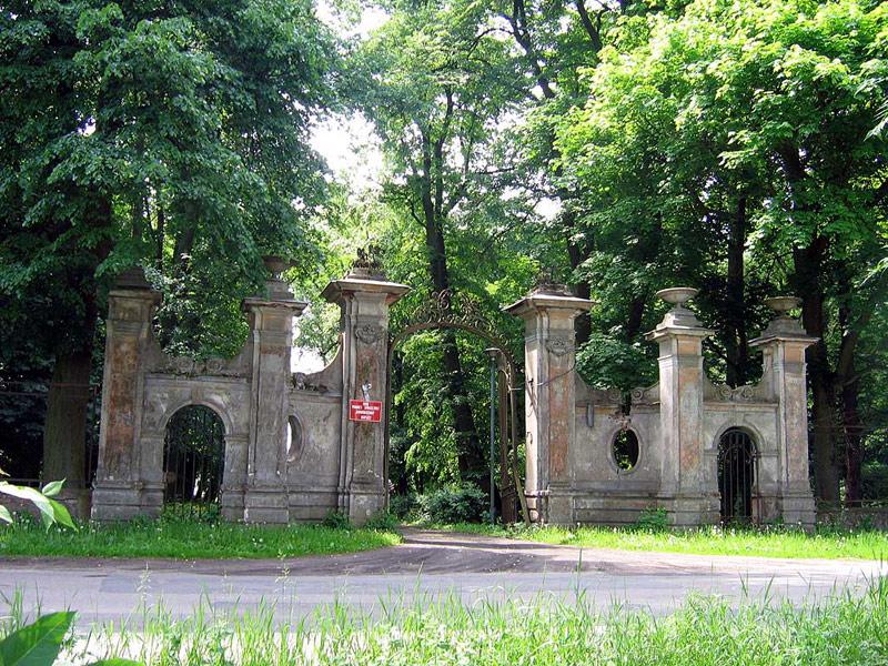 Ugoszcz - Rokokowa brama wjazdowa do parku - fot. T.Perlik
