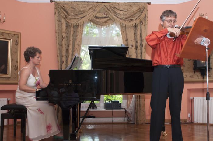 2011-06-26 Szafarnia; Chopin - Liszt. Romantyczna przyjazn;  Joanna Brzezinska - Maurer - fortepian; Klaus Maurer - skrzypce / fot. Tomasz Sieracki / PAFT