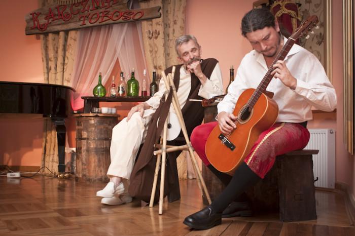 2011.09.18 Szafarnia; Hiszpanskie oczy - spektakl muzyczno teatralny - Teatr Afisz   fot Tomasz Sieracki / PAFT