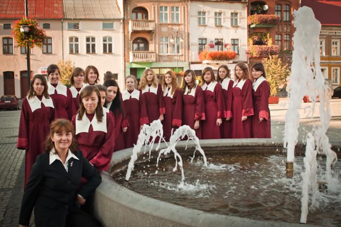 """2011-10-16 Golub Dobrzyn; Gaude Mater Polonia w holdzie bl. Janowi Pawlowi II; Zespol kameralny """"Portamus Gaudium""""; fot. Tomasz Sieracki"""